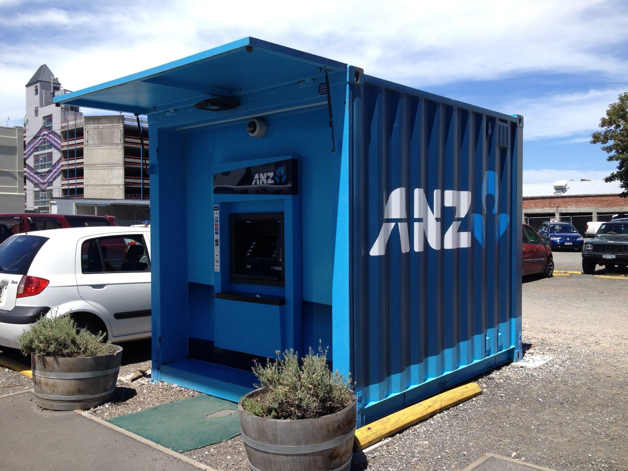 Shipping container cashpoint